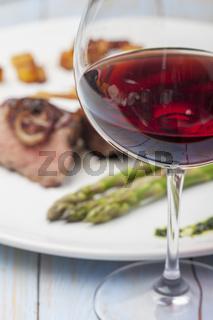 Rotwein und ein Steak