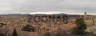 Luftaufnahme der Stadt Girona, Spanien, im Panoramaformat