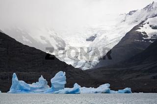 Eisberge und Gletscher im See Lago Argentino, NP Los Glaciares, Suedamerika, icebergs an glacier at lake Lago Argentino, Argentina