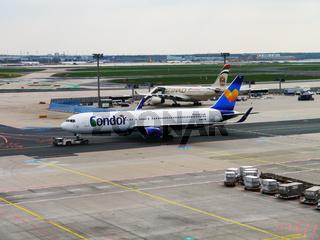 Boeing 767 der Fluggesellschaft Condor in Frankfurt Airport