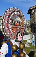 Rollenweib, Schöner Klaus mit kunstvoll verzierter Haube, Silvesterchlausen, Urnäsch, Schweiz