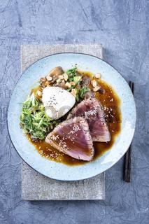 Tuna Tataki with Vegetable and Sushi Onigri