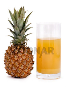 Ananassaft mit Ananas