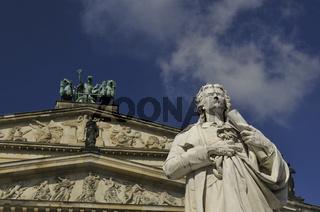 Detail des Schiller-Denkmals vor dem Konzerthaus