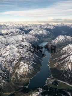 Luftbild vom Plansee nach Sonnenaufgang