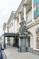 Porch entrance to the Gallery of Arts of Tsereteli (address: Prechistenka Street, 19)