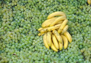 Trauben und Bananen