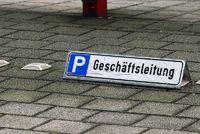 Parkplatz Geschäftsleitung, managment layby
