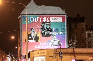 Werbung an einer Hausfassade in Breslau