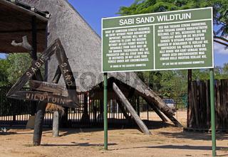 Einfahrt zum Sabi Sand Game Reserve, Gowrie Gate, Südafrika