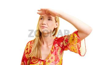 Frau hält Hand über die Augen