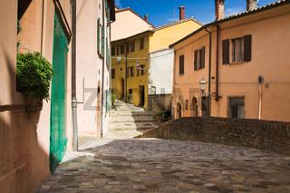 Gasse in Santarcangelo, Italien