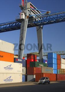 Laufkatze im Containerterminal