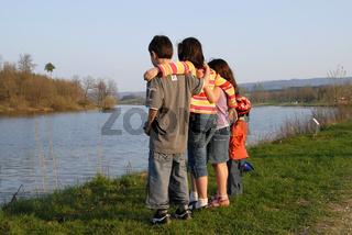 Kindergruppe vor Bucher Stausee