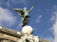Statue vor Naturhistrischem Museum