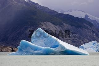 Eisberg im See Lago Argentino, Nationalpark Los Glaciares, Argentinien, iceberg in the lake Lago Argentino, Argentina