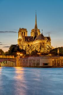 Sonnenuntergang an der Kathedrale von Notre Dame
