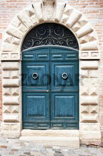 Alte Tür aus Holz, Italien