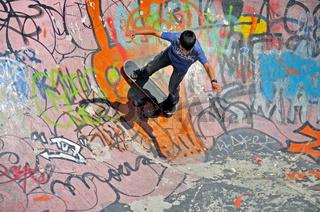 Junge, 12 Jahre, Skateboardbahn, Brüssel, Belgien, Europa