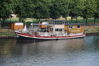 Schiff auf der Saar in Saarbrücken