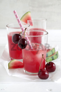 Wassermelone-Kirsch-Smoothie