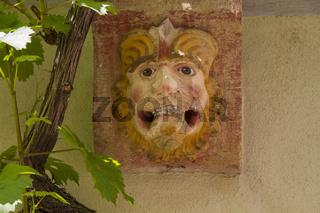 Neidkopf an Hauswand in der Waiblinger Altstadt, Waiblingen, Deutschland