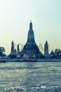 Wat Arun Tempel mit fluss Thailand Bangkok