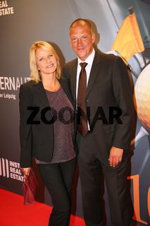 Christian Ziege mit Ehefrau Pia auf dem Roten Teppich anläßlich der Gala zum 10.GRK Golf Charity Masters Leipzig 2017