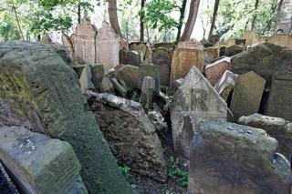 Grabsteine am jüdischen Friedhof in Prag