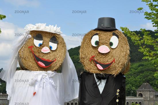Das Stroh-Hochzeitspaar
