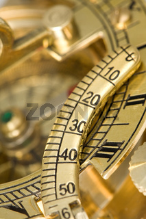 Kompass mit Sonnenuhr.
