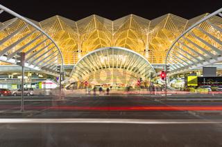 Bahnhof Oriente, Garo do Oriente bei Nacht, Lissabon, Portugal, Europa