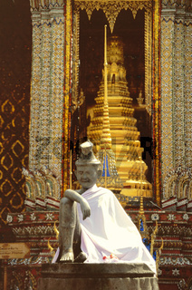 Buddha und goldener Tempel