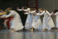 Tanzgruppe beim Ausdruckstanz - Impression/Typical - mitgezogen/