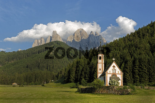 Kirche St. Johann in Ranui mit Geislergruppe, Villnš§tal, SŸdtirol, Italien, Europa