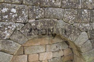 Stabilisierender Rundbogen in Trockenmauer, Kernen im Remstal