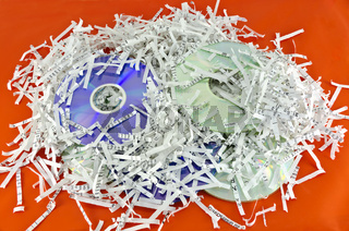 optische Datenträger und geschreddertes Papier