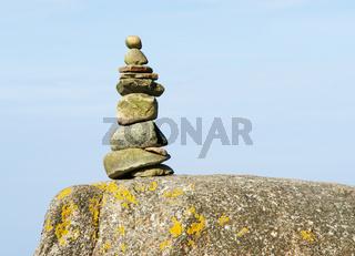 Felsen mit Stein Pyramide