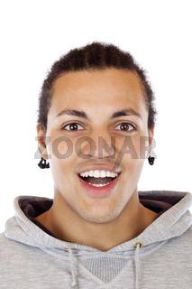 Porträt eines jungen lächelnden dunkelhäutigen Afrikaners.Freigestellt auf weissem Hintergrund.