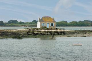 Kleines Haus auf Insel