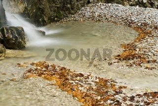 Herbstlicher Wasserfall im Nationalpark Kalkalpen