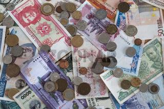 Geldscheine und Muenzen