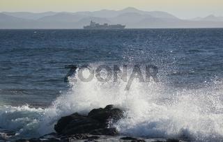 Schiff mit Brandung ship with surf