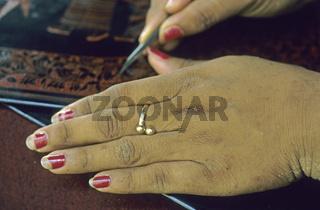 Herstellung von Lack Kunstgegenstaenden, Myanmar - Manufacture of lacquer art-objects, Myanmar