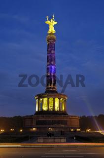 Beleuchtete Siegessäule während des Festival of lights in Berlin
