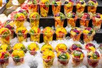 Eine Auswahl an Obstsalaten