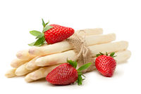 Spargel und Erdbeeren freigestellt