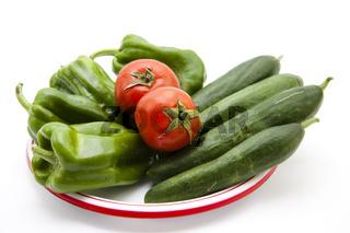 Gurken mit Paprika und Tomaten