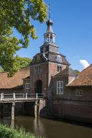 Torhaus der Vorburg von Schloss Lütetsburg