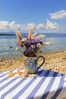 Blumensträuße am Strand